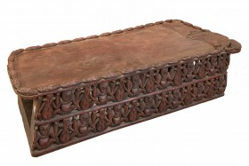 Large Bamileke Day Bed - Vintage