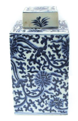 Blue and white Porcelain Tea Jar